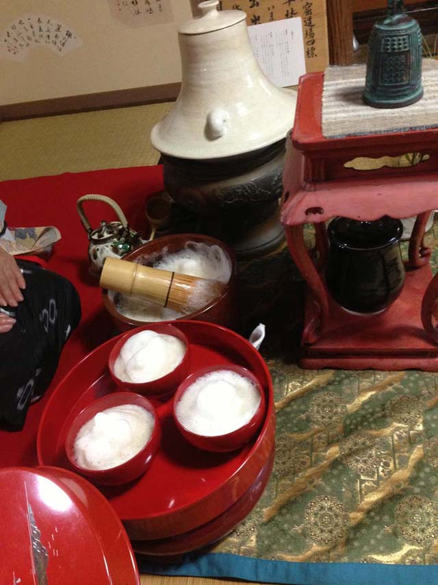 沖縄のお茶、ぶくぶく茶を点てるのに使う器などの道具
